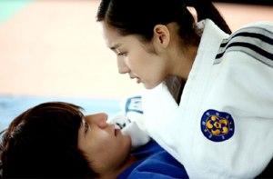 Kim Na-Na flipping Yoon-Sung
