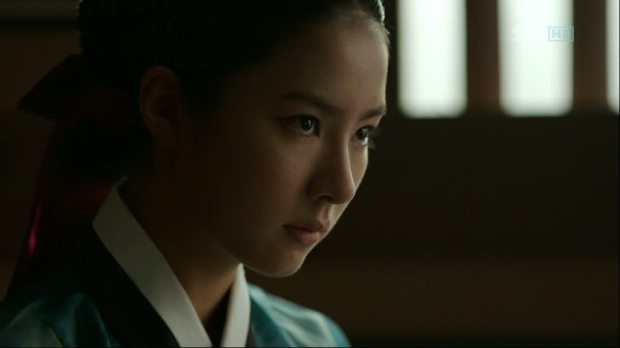 So-Yi as she faces Chae-Yoon for an interrogation.